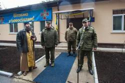 Священик освятив нове житло для військовослужбовців